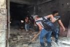اللجنة الشعبية في اليرموك واتحاد الطلبة يساعدون الأهالي في المخيم بإزالة أنقاض منازلهم