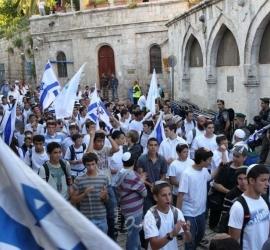 النائب عباس يتمنى عدم التصعيد خلال مسيرة الأعلام..والطيبي: علم فلسطين هو الشرعي