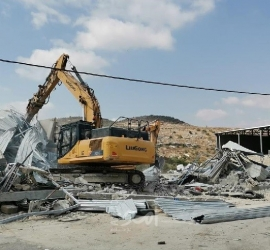 جيش الاحتلال يهدم منزل في بيت أمر بالخليل