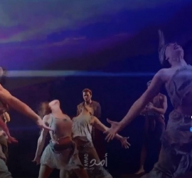 """""""أمير مصر"""" على مسارح لندن ويتحدى قرار جونسون بتأجيل رفع قيود """"كورونا"""" - فيديو"""