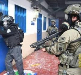 """توتر شديد داخل """"سجن النقب"""" إثر اعتداءات على الأسرى المضربين عن الطعام"""