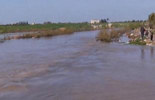 سلطات الاحتلال تفتح سدود المياه وتغرق أراضٍ زراعية شرق غزة