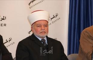 """عائلات وشخصيات مقدسية يدينون الاعتداء على المفتى """"محمد حسين"""""""