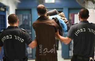 """سلطات الاحتلال تنقل عدد من الأسرىالمضربين عن الطعام إلى سجن """"إيلا"""""""