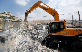 سلطات الاحتلال يخطر بهدم غرفة زراعية وخزان مياه جنوب بيت لحم