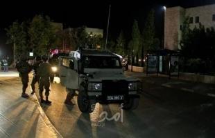 قوات الاحتلال تعتقل شابًا من مخيم الفارعة أثناء مروره على حاجز زعترة