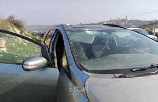 إصابة مستوطنة إثر رشق سيارتها بالحجارة غربي رام الله