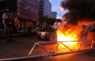 """وزير الداخلية اللبناني: """"أحداث طرابلس عمل مموّل"""" .. وجنبلاط يدعو لوقف العبث -فيديو"""