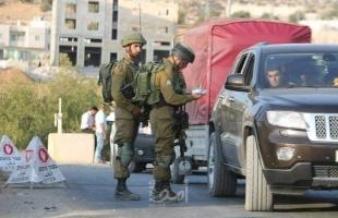 جيش الاحتلال يستولي على مركبتين بالضفة ويفتش هوايا المواطنين في القدس