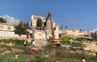 الخليل: قوات الاحتلال تخطر بهدم عيادة صحية شرق يطا