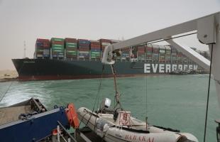 """""""محدث"""" : هيئة قناة السويس: (13) سفينة تنتظر في البحيرات لحين تعويم السفينة الجائحة"""