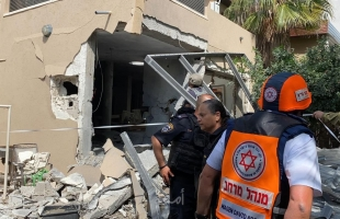 إصابة إسرائيلي جراء استهداف مبنى بصاروخ في عسقلان - صور