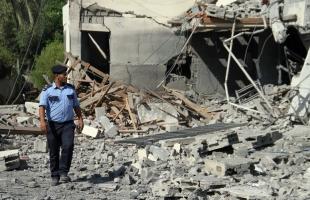"""""""أشغال غزة"""" تشرع في هدم مبانٍ آيلة للسقوط بسبب العداون"""