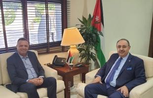 نقيب الصحفيين الفلسطينيين يطلع وزير الاعلام الاردني على جرائم الإحتلال الإسرائيلي بحق الصحفيين