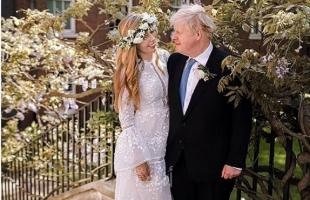 """""""كورونا"""" تجبر رئيس الوزراء البريطاني جونسون على الزواج  في """"حفل سري""""- صور"""