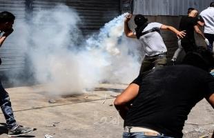 الخليل: اصابات بالاختناق خلال قمع الاحتلال مسيرة إسناد للأسرى