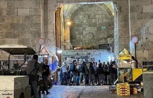 القدس: إصابة فتى خلال اعتداء قوات الاحتلال عليه قرب باب العمود