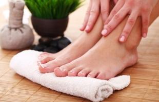 6 طرق فعالة للتخلص من تشقق القدمين