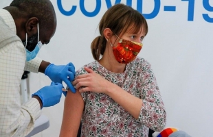 """أطعمة لا ينصح بتناولها قُبيل التطعيم ضد """"كورونا"""""""