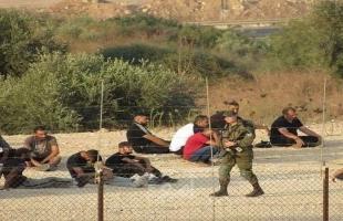 طولكرم: قوات الاحتلال تحتجز عشرات العمال الفلسطينيين