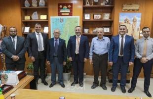 """بلدية غزة توقع اتفاقية مع شركة """"Pal Pay"""" لتجديد الدفع الإلكتروني"""