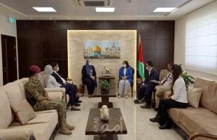 وزيرة الصحة تبحث مع وفد من جامعة الاستقلال سبل التعاون المشترك