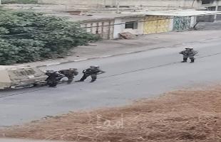 قوات الاحتلال تطلق النار بشكل كثيف اتجاه الشبان في بلدة بدو