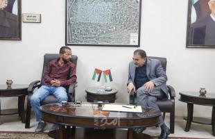 بلدية قلقيلية توقع اتفاقية تأهيل وتعبيد شارع الواد في المدينة