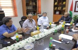 بلدية غزة تبحث مع لجنة تجار سوق الزاوية سبل تنظيم السوق