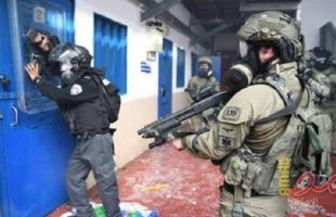 """نادي الأسير: قوات القمع تقتحم سجن """"عوفر"""" وتجري تدريبات في أحد أقسامه"""