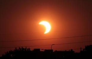 شاهد: لحظة كسوف الشمس الحلقي النادر في السعودية