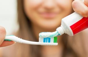 متى يجب التخلص من فرشاة الأسنان؟