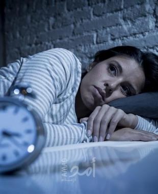 النوم بوجود إضاءة قد يزيد من وزن النساء
