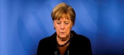 الرئيس الألماني يسلم ميركل ووزراءها وثائق إتمام ولاياتهم