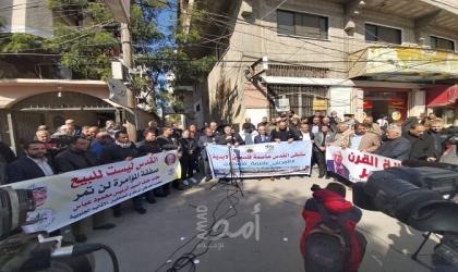 نقابة الصحفيين واتحاد الكتاب ينظمان وقفة احتجاجية رافضة لصفقة ترامب بغزة