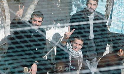 خمسة أسرى يدخلون أعواماً جديدة في سجون الاحتلال