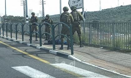 جيش الاحتلال الإسرائيلي يغلق مداخل بلدة عزون شرق قلقيلية وإصابات في رام الله