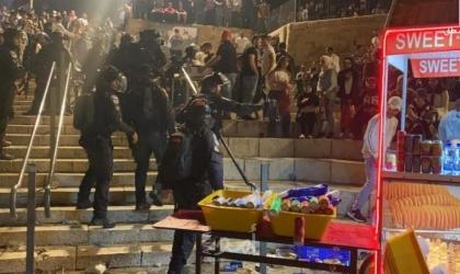 القدس:  إصابة عشرات الفلسطينيين خلال مواجهات مع قوات الاحتلال في باب العمود