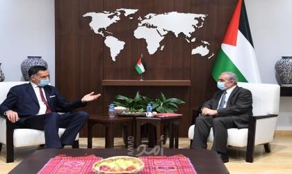 اشتية يبحث مع وفد فرنسي المساعي الدولية لوقف العدوان الإسرائيلي