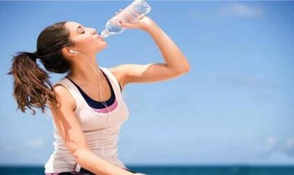 فوائد الإكثار من شرب المياه فى الحر