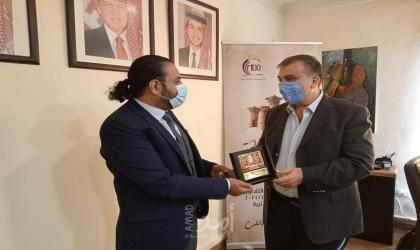 مازن قعوار يكرّم الشاعر اليمني جبر بعداني