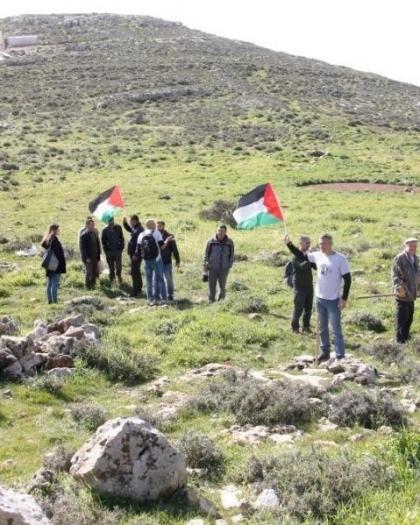 بيت لحم: قوات الاحتلال تمنع مزارعي حوسان من دخول أراضيهم